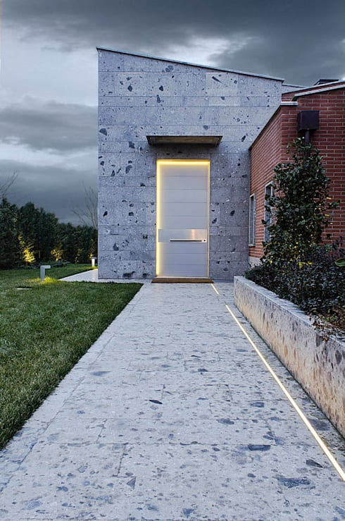 Front doors by Matteo Gattoni - Architetto
