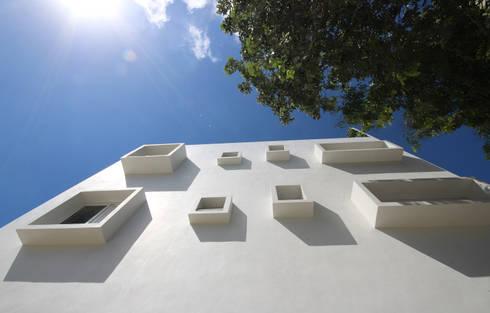Hotel Azura Tulum: Casas de estilo moderno por axg arquitectos