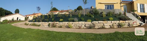 Enrochement talus: Jardin de style de style Moderne par ART PAYSAGE