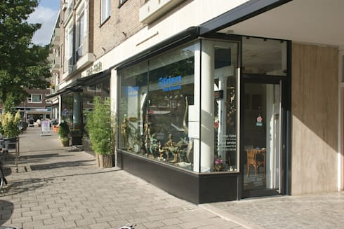 gevelrenovatie van een wederopbouwcomplex aan de Pannekoekstraat:   door Linea architecten