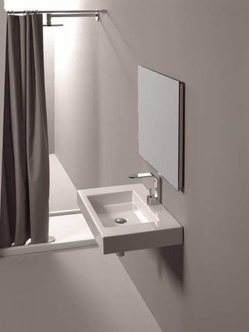 Tessuti idrorepellenti per tende doccia: Bagno in stile  di GAL srl