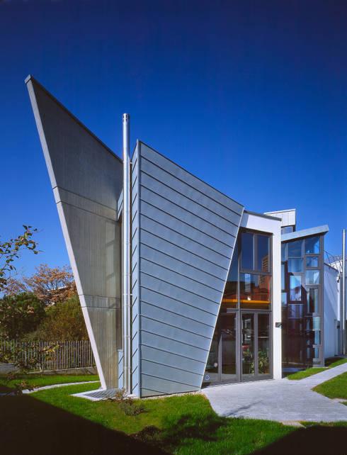 Casas de estilo moderno de RoccAtelier Associati