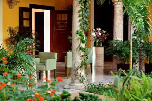 Jardín: Hoteles de estilo  por Taller Estilo Arquitectura