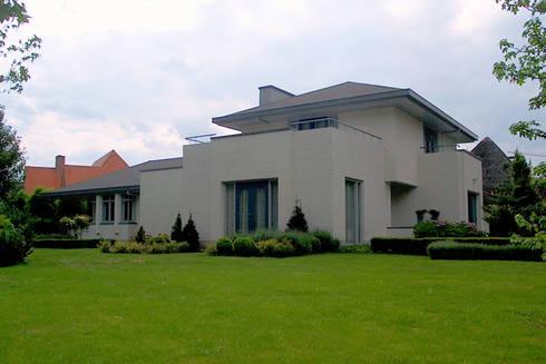 woonhuis in Achel [België]: eclectische Huizen door PHOENIX, architectuur en stedebouw
