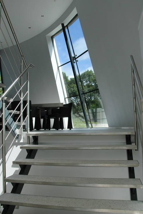 Corridor & hallway by Factor Architecten