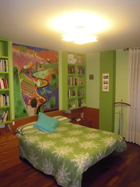 El Pop-Art de Roy Lichtenstein y otras obras: Dormitorios de estilo moderno de SQ-Decoración