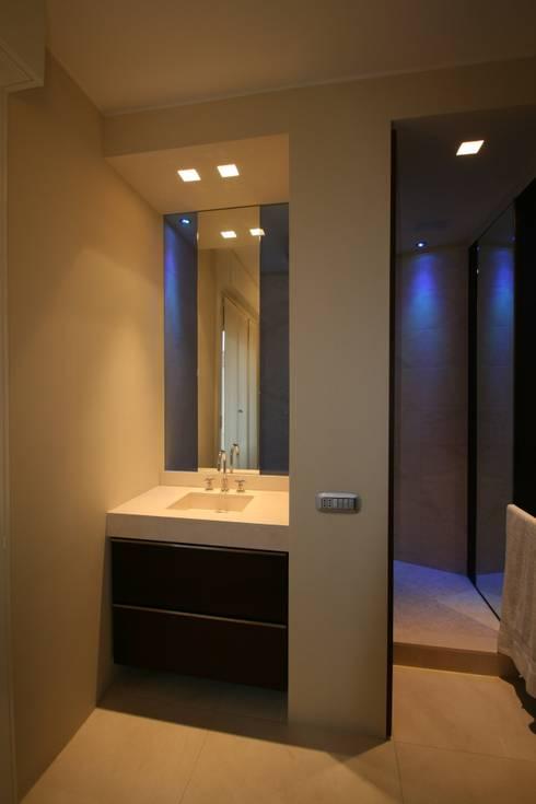 Consigli per l 39 arredamento di un piccolo bagno - Consigli arredo bagno ...