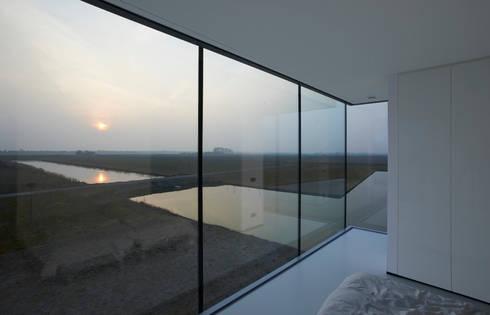 Villa Kogelhof: moderne Huizen door Architectenbureau Paul de Ruiter