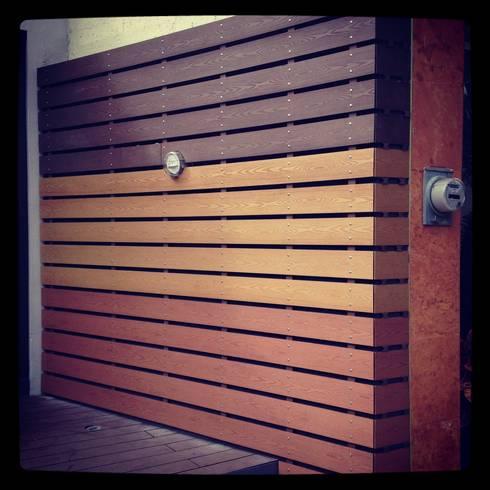 Deck WPC libre de mantenimiento: Balcones y terrazas de estilo moderno por Grupo Boes