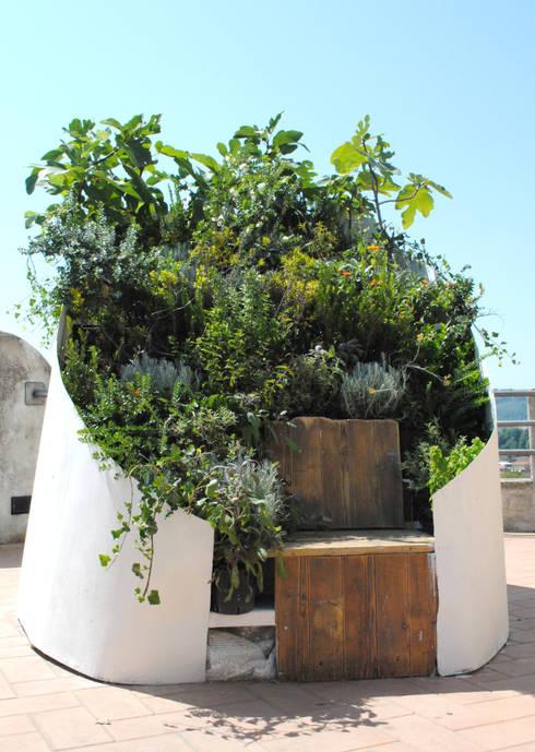 Calipso - Καλυψώ: Giardino in stile in stile Mediterraneo di Cecchetti Denarié Stefàno