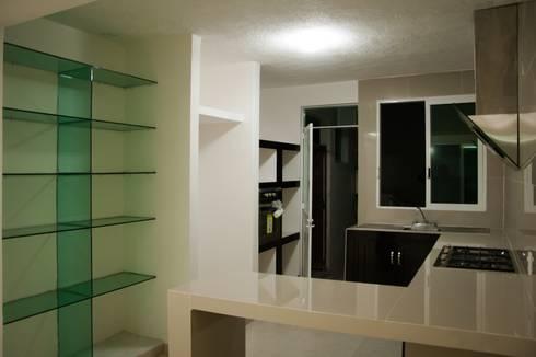 Remodelacion Casa <q>El Almendro</q>: Cocinas de estilo minimalista por zerraestudio