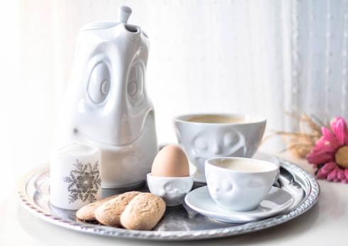 Tazas, boles y jarras de Tassen: Cocina de estilo  de Givensa
