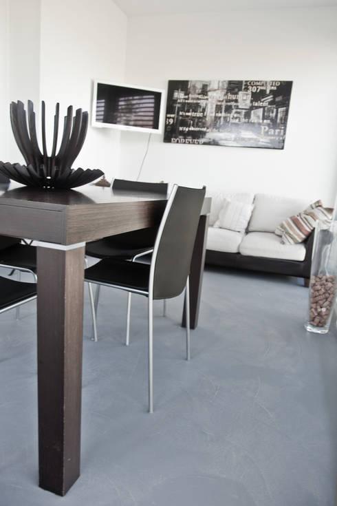 Paredes y pisos de estilo  por Resin Floor srl