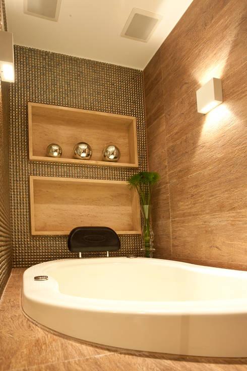 Banho : Salas de estar modernas por Leles Arquitetura e Iluminação