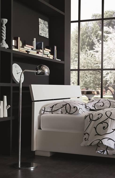 WOOD COLLECTION : Camera da letto in stile in stile Moderno di OGGIONI - The Storage Bed Specialist