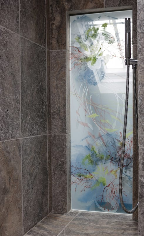 Bespoke Shower Screen:  Bathroom by Michele Oberdieck Textile Design