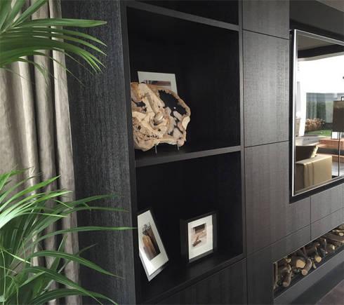 woonaccessoires in maatwerk tv-kast: moderne Woonkamer door choc studio interieur