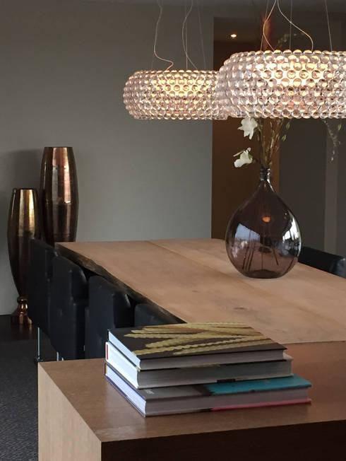 riante eetkeuken: moderne Keuken door choc studio interieur
