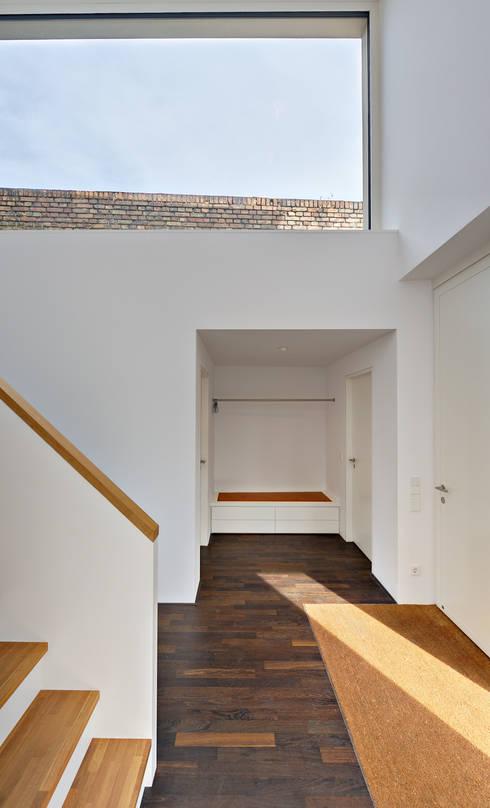 Projekty,  Korytarz, przedpokój zaprojektowane przez Möhring Architekten