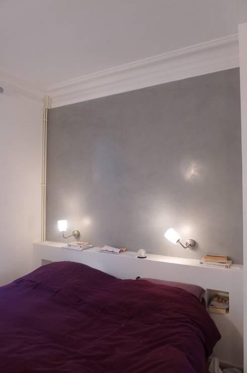 chambre: Chambre de style  par Arielle Apelbaum Sela