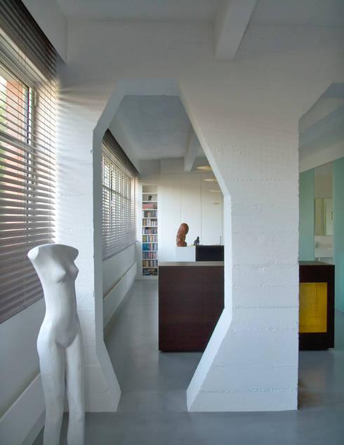 Loft 19 - Aménagement d'un plateau à PARIS XIX: Chambre de style  par Agence d'architecture Odile Veillon / ARCHI-V.O