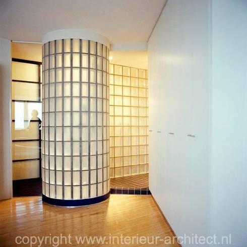 Transparantie badkamer: moderne Badkamer door Ab Interieurarchitect