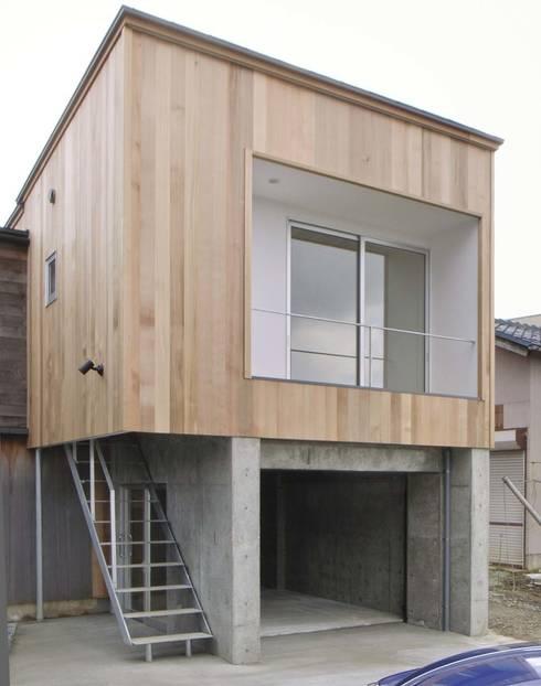 Casas ecléticas por 家山真建築研究室 Makoto Ieyama Architect Office