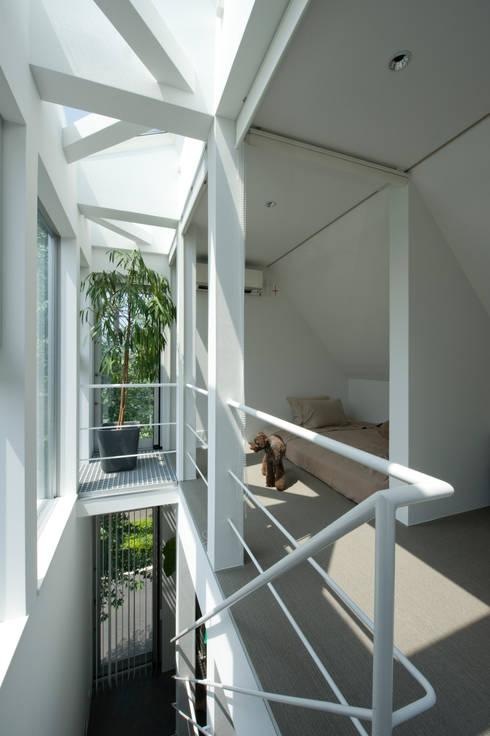 寝室: 余田正徳/株式会社YODAアーキテクツが手掛けた寝室です。