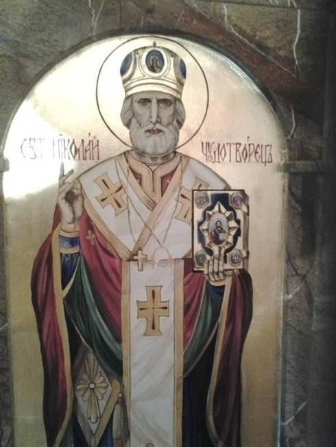 икона в доме Николая чудотворца: Коридор и прихожая в . Автор – Абрикос