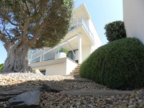 Acceso peatonal: Casas de estilo moderno de FG ARQUITECTES