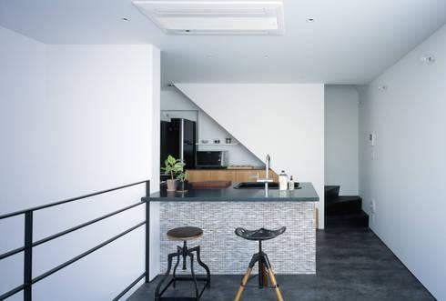 2階 キッチン: 高橋直子建築設計事務所が手掛けたキッチンです。