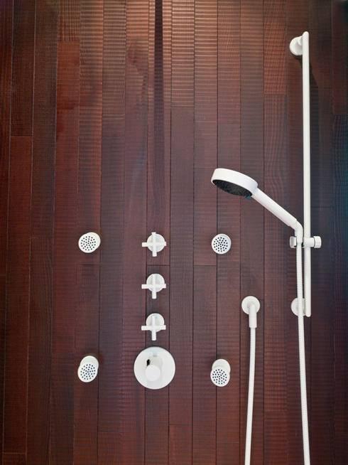 minimalistic Bathroom by homify