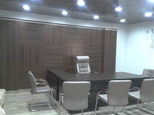 panelled office:  Office spaces & stores  by srinteriors