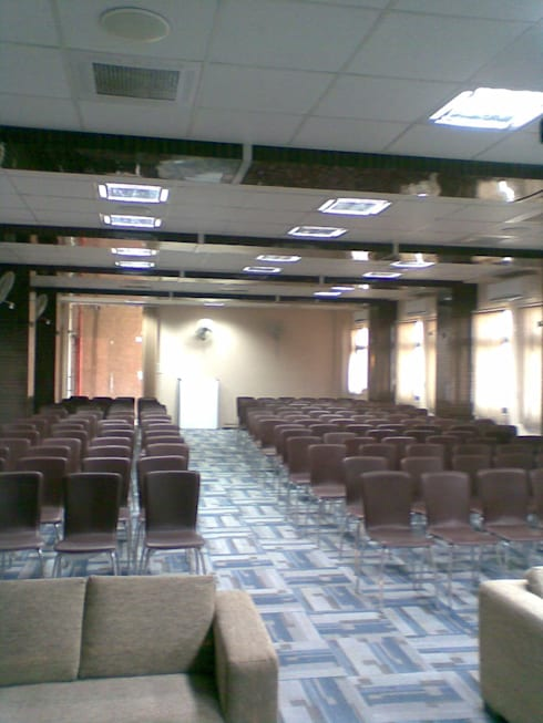 carpeted seminar room:  Schools by srinteriors