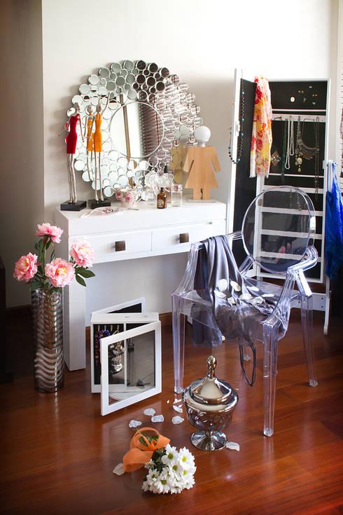 Ambiente femenino: Dormitorios de estilo  de Actúa Decor