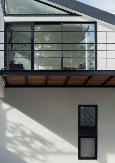 仙川の家: Studio R1 Architects Officeが手掛けた窓です。
