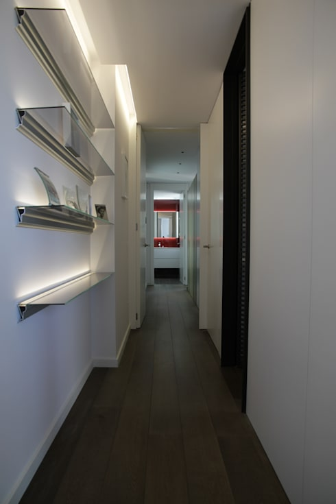 modern Corridor, hallway & stairs by FG ARQUITECTES