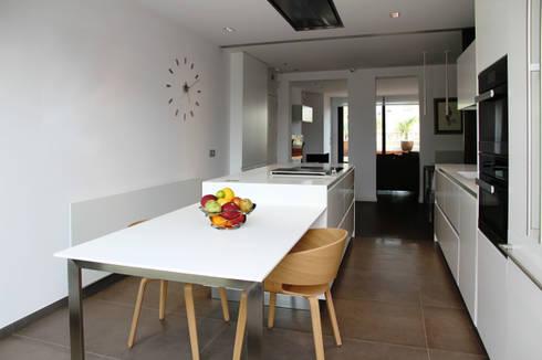 modern Kitchen by FG ARQUITECTES