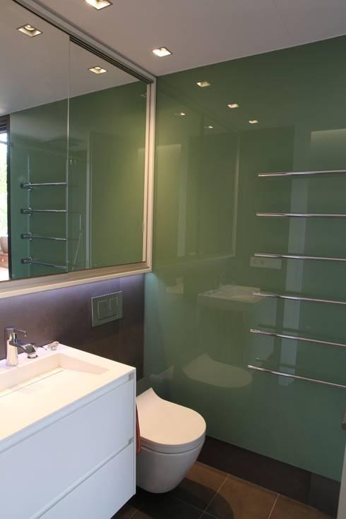 Baño: Baños de estilo  de FG ARQUITECTES