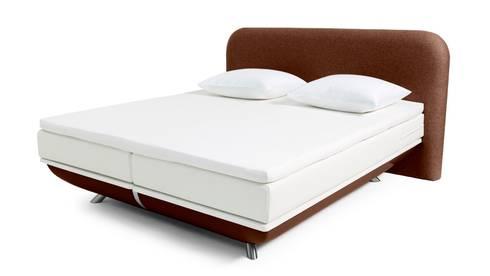 FreshBed iFo designbed in kleur RAL 8014 met hoofdbord in Kvadrat meubelstof: moderne Slaapkamer door FreshBed