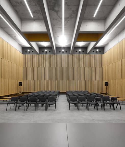 Escola Secundária Braamcamp Freire: Escolas  por CVDB Arquitectos
