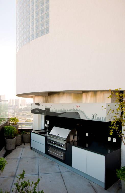 Duplex Cidade Jardim - São Paulo: Terraços  por Brunete Fraccaroli Arquitetura e Interiores