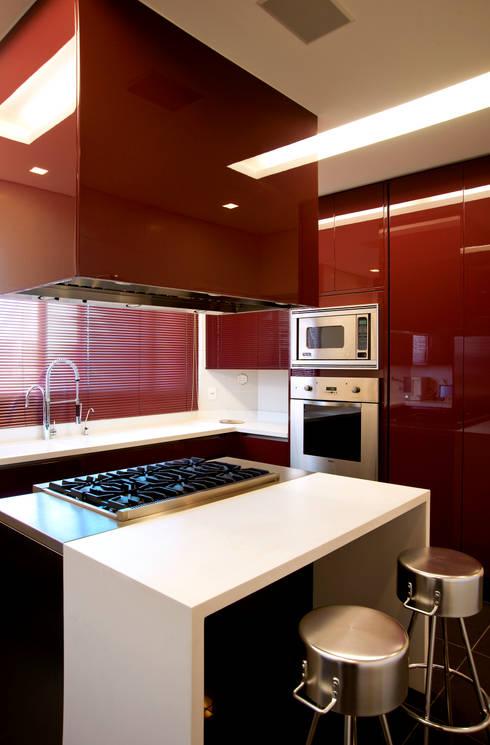 Duplex Cidade Jardim - São Paulo: Cozinhas  por Brunete Fraccaroli Arquitetura e Interiores