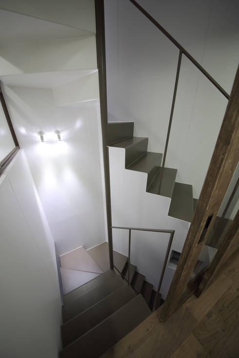 Corridor & hallway by 一級建築士事務所・スタジオインデックス