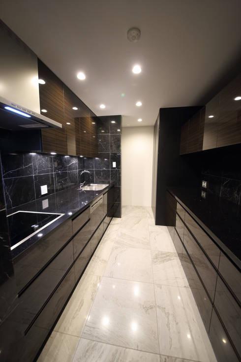 Kitchen by 一級建築士事務所・スタジオインデックス