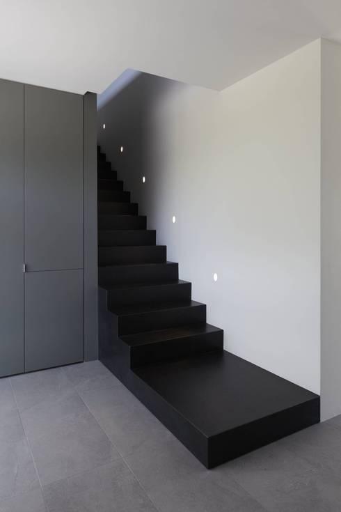 Haus_W:  Flur & Diele von Fachwerk4 | Architekten BDA