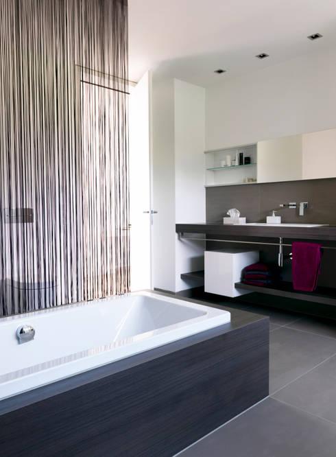 Mehrfamilienhaus_H: moderne Badezimmer von Fachwerk4 | Architekten BDA