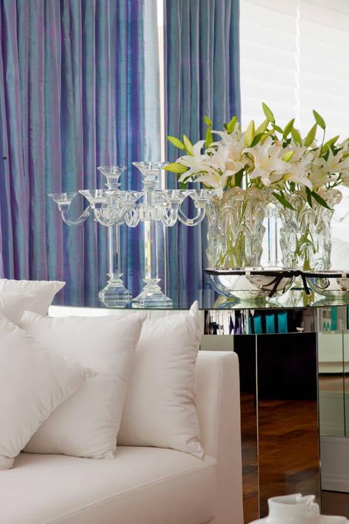 Apartamento Colorido - Depois: Salas de estar modernas por Brunete Fraccaroli Arquitetura e Interiores