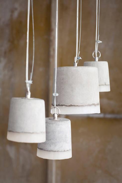 CONCRETE pendant lamps: industriële Woonkamer door RENATE VOS product & interior design