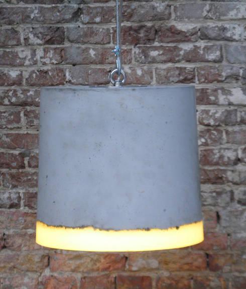 CONCRETE xl: industriële Studeerkamer/kantoor door RENATE VOS product & interior design